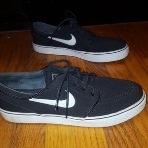 Nike Shoes - Black nike janoskians 11ed15b94